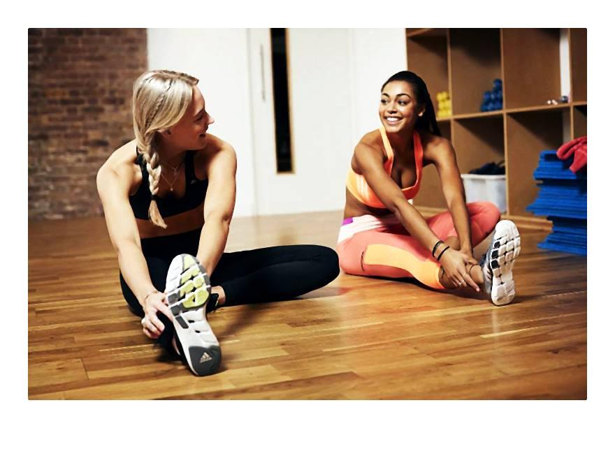 Dobrze dopasowany biustonosz sportowy to podstawa podczas treningu.