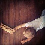m_Tupot małych stóp ? drewniana podłoga w pokoju dziecięcym_3.jpg