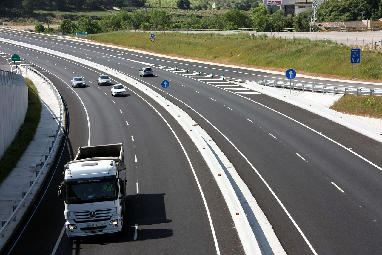 Kierowco uważaj na brytyjskich drogach! W Królestwie obowiązują nowe zasady kontroli