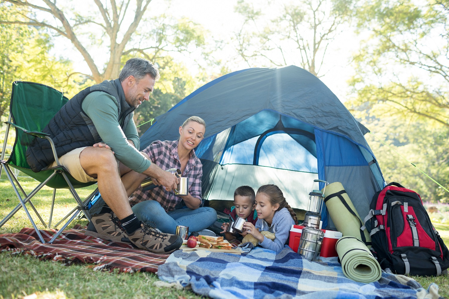 Weekend w ekstremalnych warunkach – jak odpowiednio zadbać o higienę pod namiotem?
