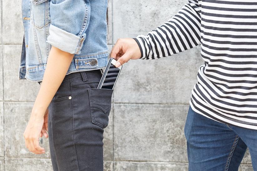 7 wskazówek, jak ochronić się przed kieszonkowcami