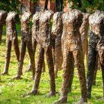 Rzeźby Abakanowicz z kolekcji Robina Williamsa