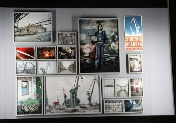 Okno na Stocznię Gdańską, czyli wystawa Michała Szlagi w warszawskiej witrynie