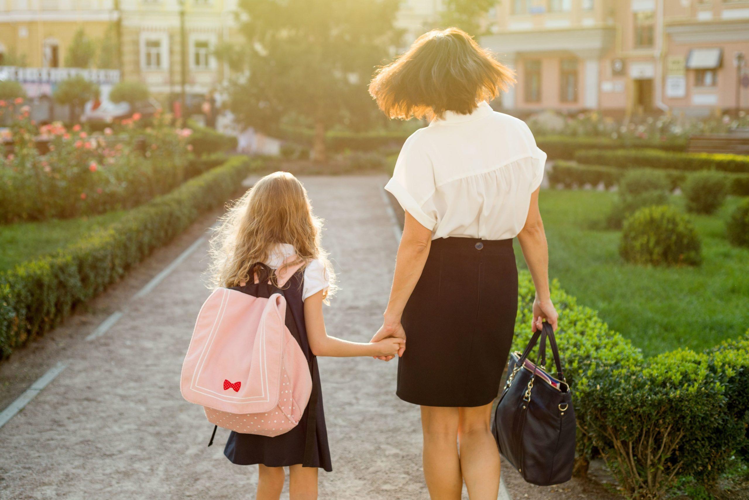 Powakacyjny niezbędnik pracującej mamy: Rozpoczęcie roku szkolnego w 5 krokach