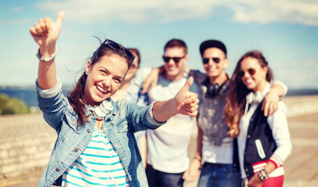Kolonie nad morzem lub obóz w górach 2021 – Obóz youtuberski albo survival, czyli czego potrzebuje nastolatek na tegorocznych wakacjach